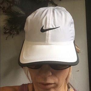 Nike DRI-FIT White & Blue Featherlight Hat